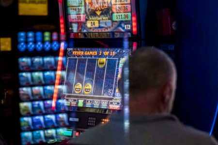 What are the Illinois gaming board license requirements?
